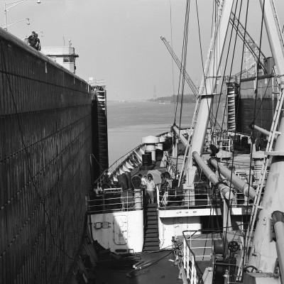 ship-in-lock-Massena-SLS-NY