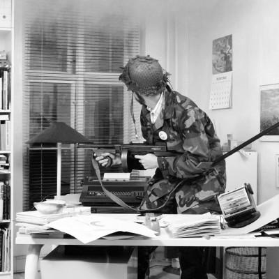 840915-5-7n-Office-unrest-DK-Artnet